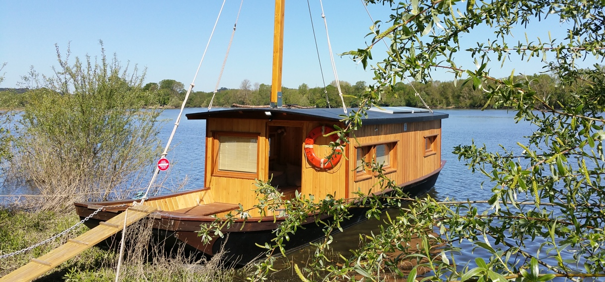 Toue cabanée location bateau
