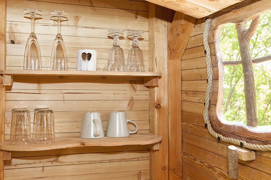 location de cabane perch e dans les bois en touraine la. Black Bedroom Furniture Sets. Home Design Ideas